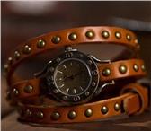 Foto в Одежда и обувь Часы Продам винтажные-часы браслет с клепками, в Перми 390